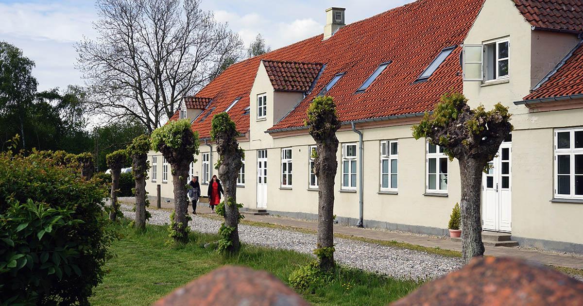 Opholdssted Sydsjælland · Beliggende på godset Lindersvold mellem Faxe og Præstø.